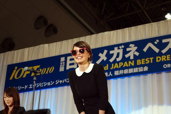 梨花さんにとってサングラスは素顔を隠すものでもあり、ファッションにも欠かせないとコメント。