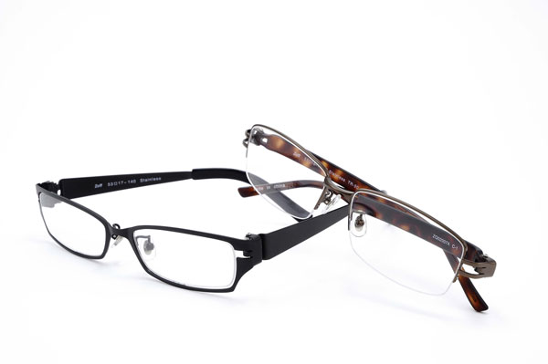 JINSとメガネスーパーのメガネを1年使用し ...