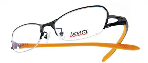 眼鏡市場 i-ATHLETE(アイ・アスリート) IA-403(スクエアナイロールタイプ)。カラー:NVM(写真)、WI、DGR。価格:18,900円(レンズ込み)。