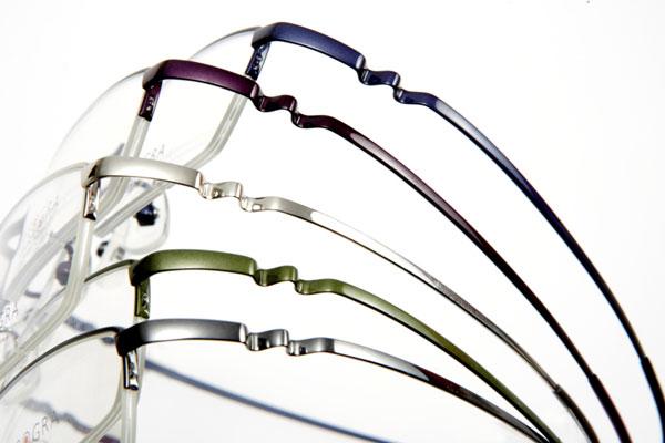 眼鏡市場の新作メガネ ZEROGRA(ゼログラ)は、和の伝統色を用いたカラーリングとなっている。