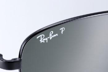 Ray-Ban(レイバン)の偏光サングラスには英語で偏光を表す polarized の頭文字である P の文字が入っている。