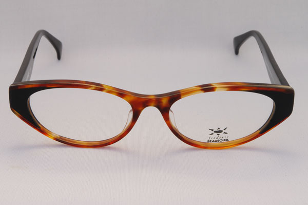 (写真1)BEAUSOLEIL(ボーソレイユ) 2011SS 新作メガネ A1。