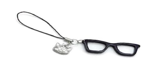 (写真4)Zoff(ゾフ) x 3月のライオン 桐山零コラボメガネの購入者にプレゼントされる「猫キャラクター」が付いたメガネ型チャーム。image by インターメスティック。