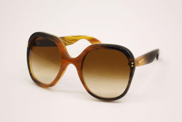 (写真3)Hair Glasses「holiday」 by STUDIO SWINE。生地の柄も美しい。