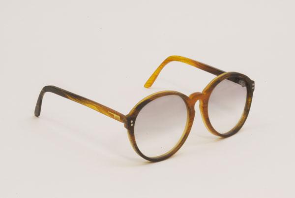 (写真7)Hair Glasses「reading2」 by STUDIO SWINE。細身のフレームが今っぽくて、いい感じ。