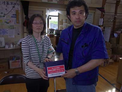 (写真7)RQ 市民災害救援センター 小林明美さん(左)。image by アドレンズ ジャパン。