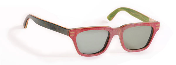 (写真4)Vuerich brothers sunglasses はレンズのついているフロントとテンプル(つる)のカラーが異なるのもかわいい。
