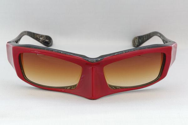 (写真1)FACTORY900のサングラス FA-081 カラー:256。通称「マスク」。