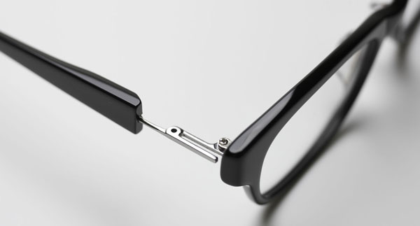 (写真1)無印良品が独自開発した「Uバネ機構」。メンテナンスしやすく、耐久性にも優れている。image by 良品計画