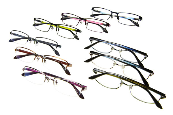 (写真1)AKALK(アカルク)「メタルシリーズ」のメンズタイプ。(上から時計回りに)AKALK-104、AKALK-105,AKALK-106。価格:8,400円(標準レンズ付き)。image by メガネトップ