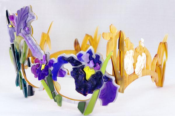 (写真2)Sios(サイオス) 「花菖蒲」を斜めから見たところ。