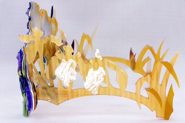 (写真3)Sios(サイオス) 「花菖蒲」を左から見たところ。デザインを手がけた塩路知江子さんは、この左テンプル(つる)がお気に入りだと語っていた。