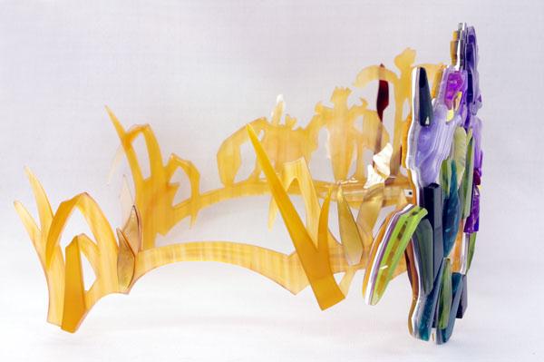 (写真4)Sios(サイオス) 「花菖蒲」を右から見たところ。