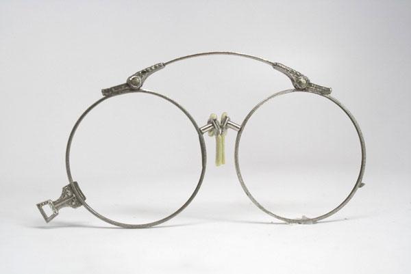 (写真1)Vintage Oxford Pince-nez Eyeglasses。価格:98ドル(執筆時現在、7,640円)