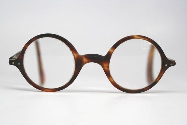 (写真9)Vintage Tortoiseshell Eyeglasses。価格;138ドル(約10,740円)