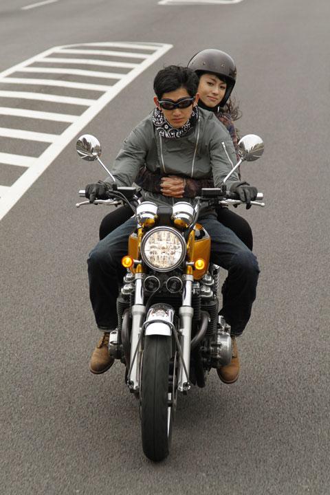 瑛太さんが演じる飛葉大陸(ひばたいろく)は FACTORY900(ファクトリー900)のメガネを着用。 ©2011「ワイルド7」製作委員会