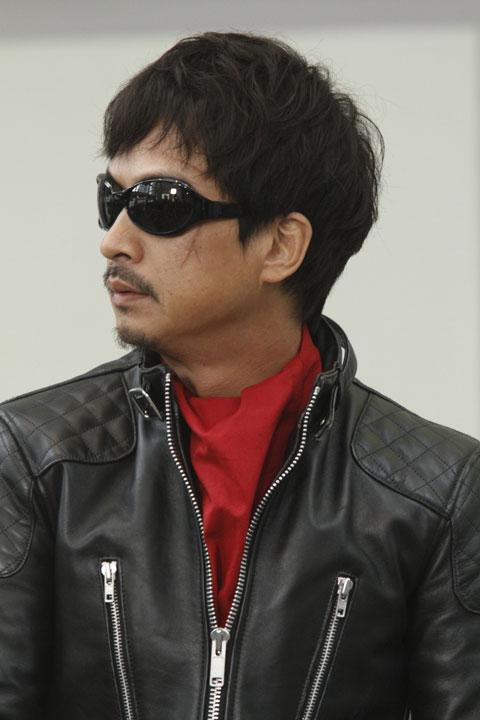 椎名桔平さんが演じるセカイは FACTORY900(ファクトリー900)のメガネを着用。 ©2011「ワイルド7」製作委員会