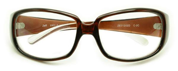 (写真11)Zoff(ゾフ) 「花粉プロテクター」 ZE01G02 カラー:C-2C(ブラウン)を正面から見たところ。価格:3,150円。image by インターメスティック