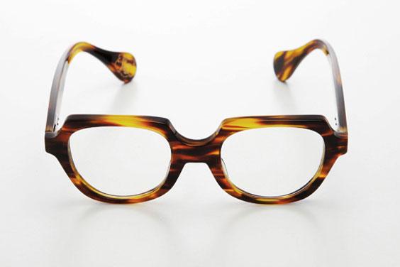 (写真3)piaupiau(ピュピュ) Lilow カラー:tortoise(ブラウン)。価格:29,400円。