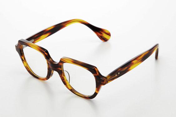 (写真4)piaupiau(ピュピュ) Lilow カラー:tortoise(ブラウン)。価格:29,400円。