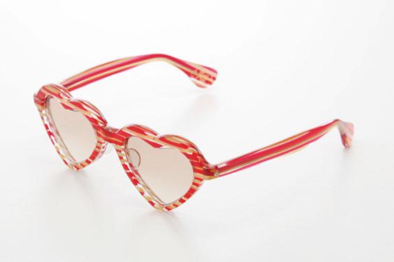 (写真12)piaupiau(ピュピュ) Lucie カラー:red(レッド)。価格:29,400円。