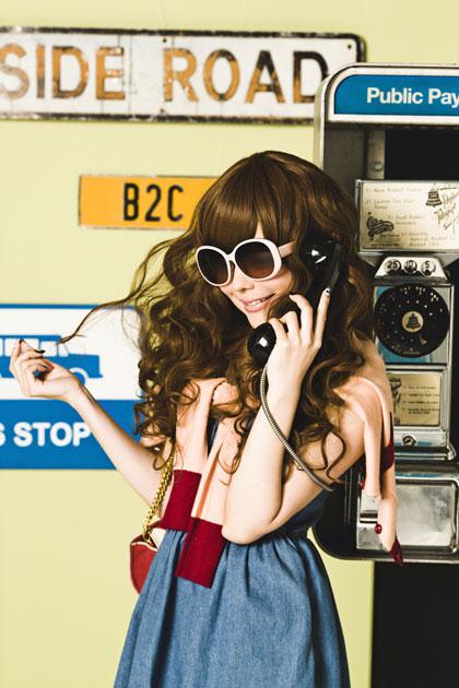 (写真3)益若つばささん自らモデルを務める「TUBASA×JINS」のイメージカット・その3。image by JINS(クリックして拡大)