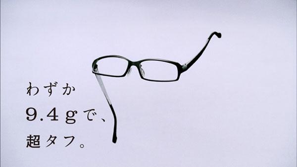 (写真6)Zoff(ゾフ)の新CM「Zoff SMART 登場篇」より。image by インターメスティック