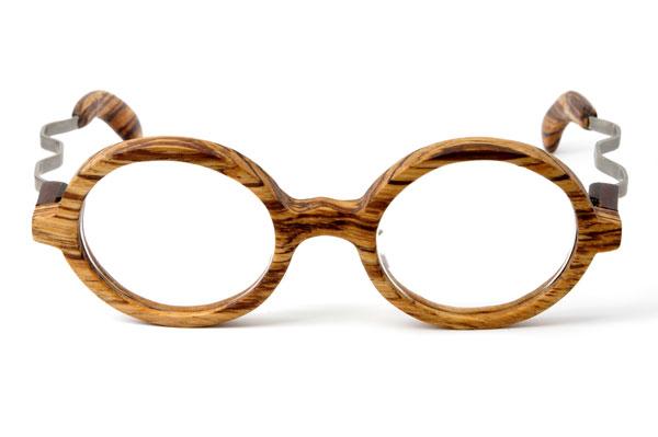 (写真3)東京・西荻窪のメガネ店 glass工房602の木製丸メガネ。 ゼブラウッドの木目が美しい。【クリックして拡大】