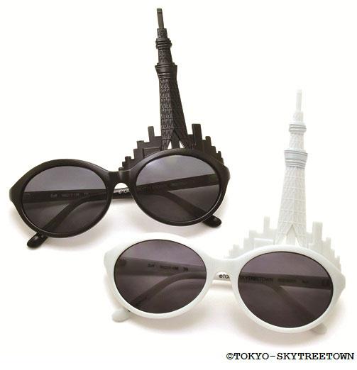 (写真1)TOKYO SKYTREE TOWN SUNGLASSES(東京スカイツリータウン サングラス)。(上)夜バージョン(ブラック)、(下)昼バージョン(ホワイト)。価格:1,260円。image by インターメスティック