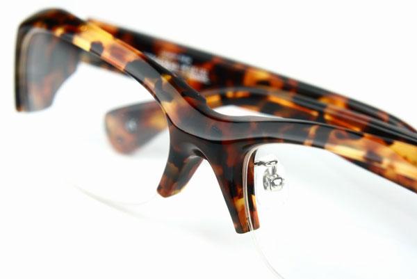 (写真5)Qbrick(キューブリック)BTY4304 カラー:Tortoiseshell。希望小売価格:23,000円。image by QBRICK