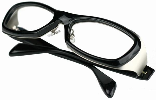 (写真7)Qbrick(キューブリック)BTY4401 カラー:Shiny Black・Matte Silver。希望小売価格:24,000円。 2012年7月頃発売予定。image by QBRICK