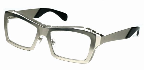 (写真8)Qbrick(キューブリック)ITY0504 カラー:Silver。希望小売価格:24,000円。 2012年7月頃発売予定。image by QBRICK
