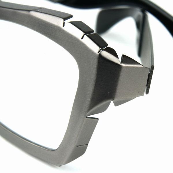 (写真9)Qbrick(キューブリック)ITY0504 カラー:Silver。希望小売価格:24,000円。 2012年7月頃発売予定。image by QBRICK