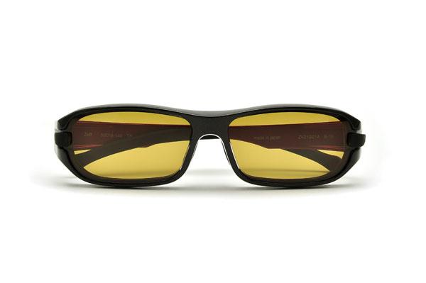 (写真9)Zoff FISHING(ゾフ・フィッシング)「スクエア・モデル」。価格:15,750円(度付き・標準レンズ込み)。カラー:Black×Red(ブラック×レッド)。image by インターメスティック 【クリックして拡大】