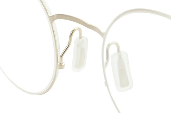 (写真8)Kazuo Kawasaki String rim EVO のクリングスは調整範囲が広く、鼻のカタチにあわせて最適なフィッティングができるようになっている。【クリックして拡大】