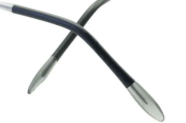 (写真10)Kazuo Kawasaki String rim EVO では、モダン(テンプル(つる)先端部のカバー)に滑りにくいシリコン素材を使用。image by MASUNAGA