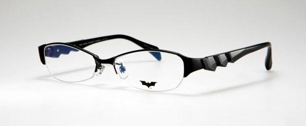 (写真2)BATMAN コラボレーションフレーム DK01。カラー:BKM、DGR。価格:18,900円(レンズ込み)。image by メガネトップ【クリックして拡大】