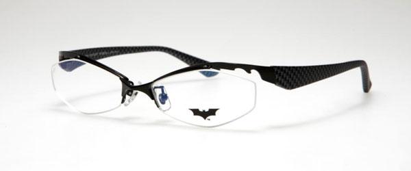 (写真10)BATMAN コラボレーションフレーム DK05。カラー:BKM、DGR。価格:18,900円(レンズ込み)。image by メガネトップ【クリックして拡大】