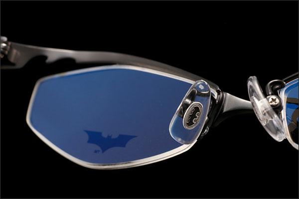 (写真12)BATMAN コラボレーションフレームの「ナチュラル3Dパッド」。バットマークがあしらわれているのも見逃せない。