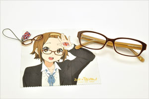 Zoff×映画「けいおん!」コラボダテメガネ 田井中 律(たいなかりつ)モデル。ミニメガネチャーム、メガネ拭き、ダテメガネ。