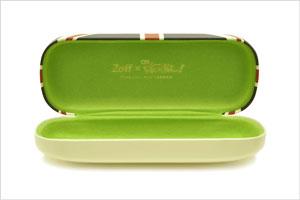 Zoff×映画「けいおん!」コラボダテメガネ 真鍋 和(まなべのどか)モデル。ケースの内張ははグリーン。