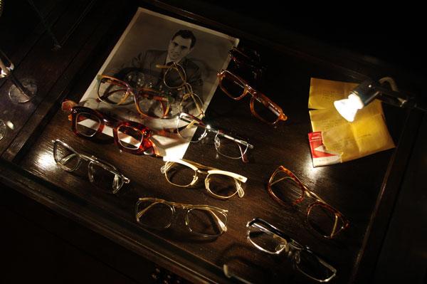 (写真2)SOLAKZADE(ソラックザーデ)のコレクションより。 ブロータイプをはじめとするヴィンテージの王道的なメガネも充実。【クリックして拡大】