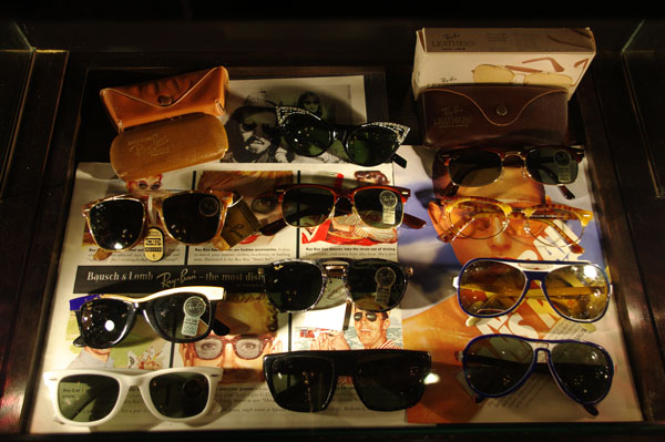 (写真3)SOLAKZADE(ソラックザーデ)のコレクションより。 Ray-Ban(レイバン)をはじめとしたサングラスも豊富。【クリックして拡大】
