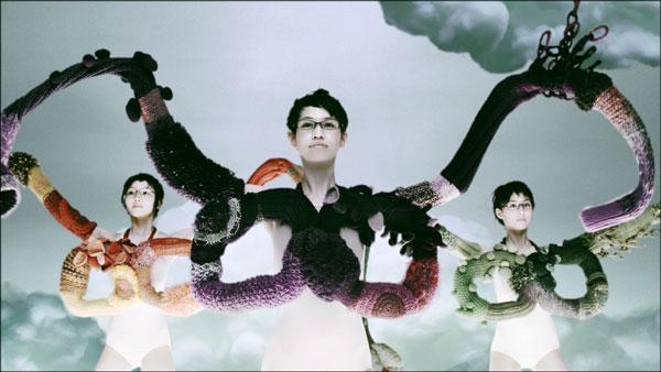 (写真3)Zoff(ゾフ)新CM「くにゅくにゅ篇」より。image by インターメスティック