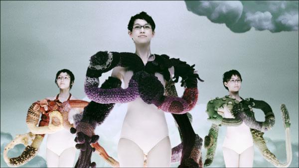 (写真4)Zoff(ゾフ)新CM「くにゅくにゅ篇」より。image by インターメスティック【クリックして拡大】