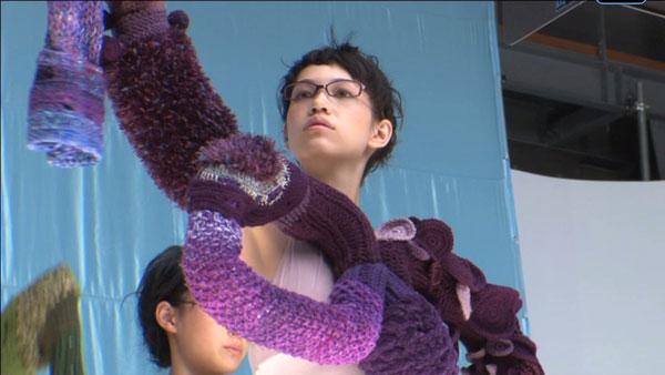 (写真12)Zoff(ゾフ)新CM「くにゅくにゅ篇」のメイキングカットからの一コマ。 image by インターメスティック【クリックして拡大】