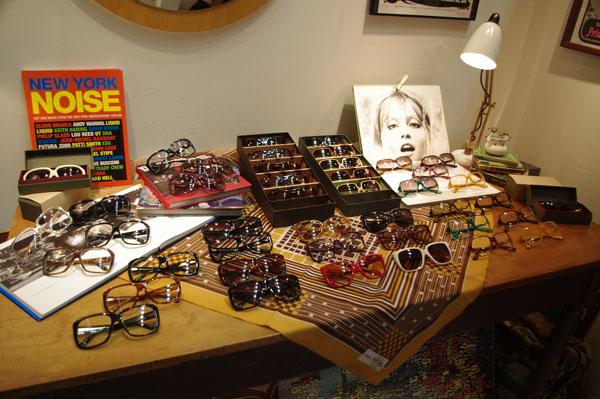 ファッションとデザインの合同展示会 rooms25での Bobby Sings Standard(ボビー シングス スタンダード)のブース。 ブランドの世界観が表現されている。 【クリックして拡大】