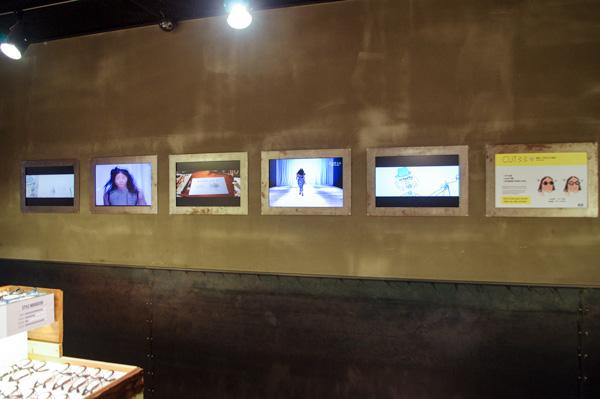 (写真6)ALO(アロ)明洞中央路店の壁には、ディスプレイがズラリ。