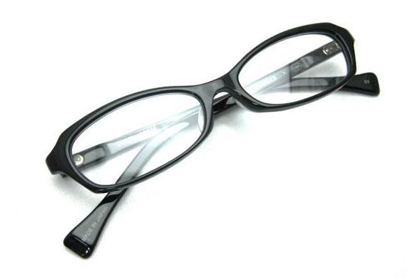 (写真1)Opticien Loyd(オプティシャン ロイド)Public 002M。カラー:1(ブラック)価格:18,900円。