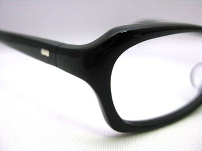 (写真2)CL-02 は、テンプル(つる)の接合部分が曲線を描く「曲智」仕様。